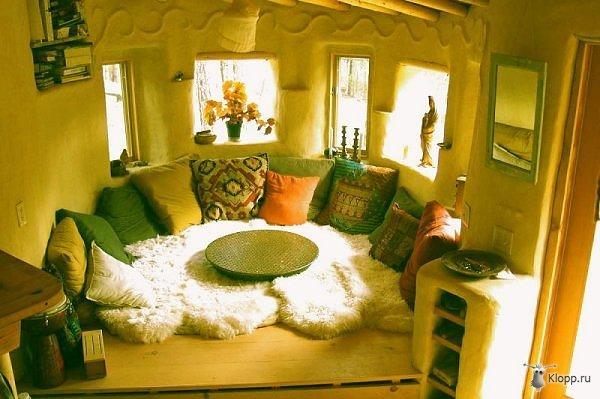 Соломенный дом внутри