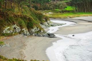 Vista de la desembocadura del río Frejulfe en la playa del mismo nombre