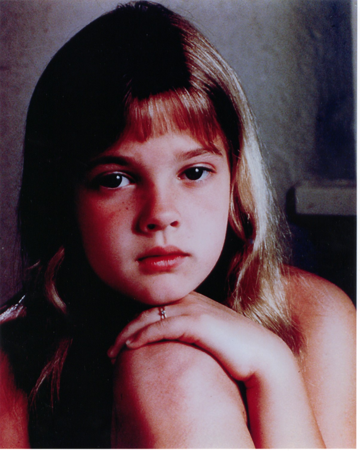 http://1.bp.blogspot.com/-5K90oPoJ27w/Tow2-akR5nI/AAAAAAAAEiQ/8P-9ONzjV-o/s1600/Drew+Barrymore+YOUNG+04.jpg