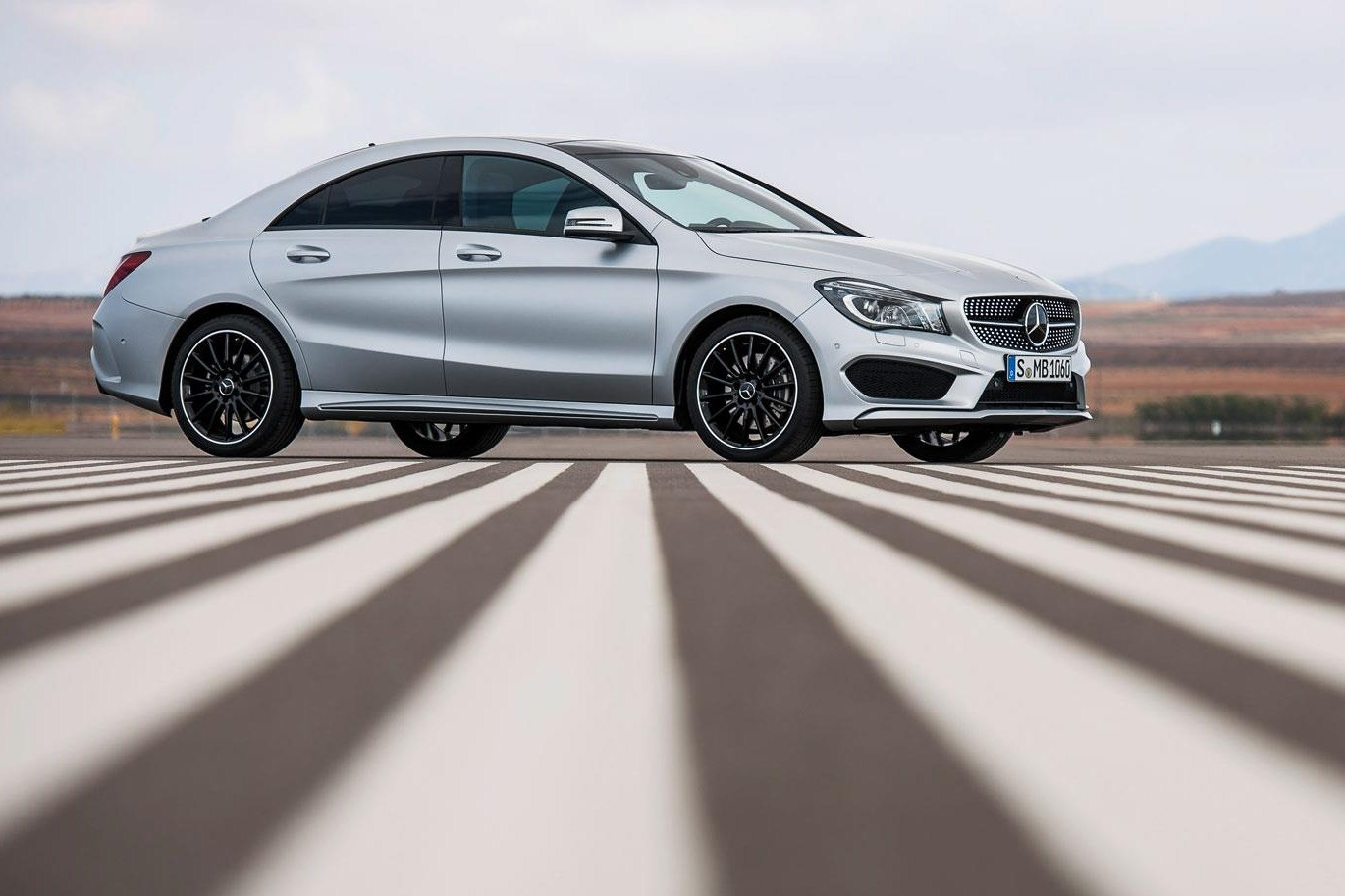 car design scoop scoop et dernieres infos automobile la nouvelle mercedes benz cla amg en image. Black Bedroom Furniture Sets. Home Design Ideas