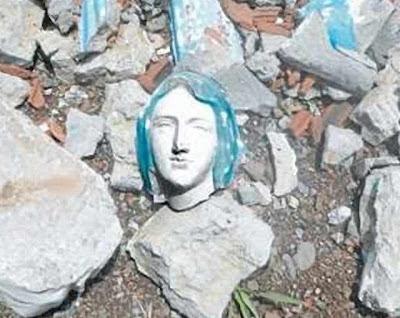 Imgem de Na. Sra. de Lourdes profanada em Valparaíso, Colômbia