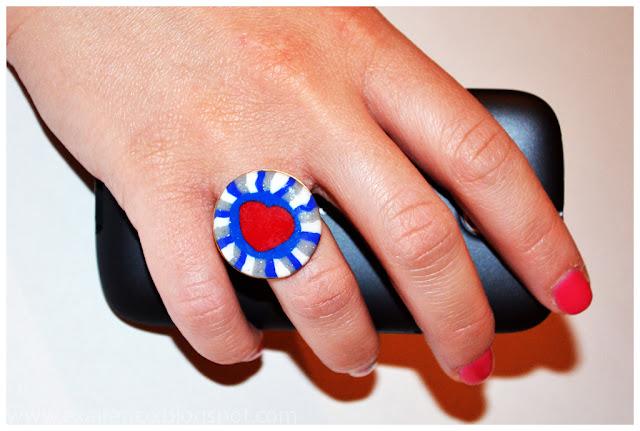 Δαχτυλίδι καρδιά από πολυμερικό πηλό (fimo) και υγρό γυαλί σε κόκκινη- μπλε -λευκή απόχρωση.
