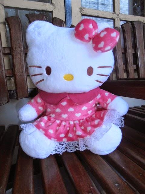 Gambar boneka hello kitty baju renda untuk anak
