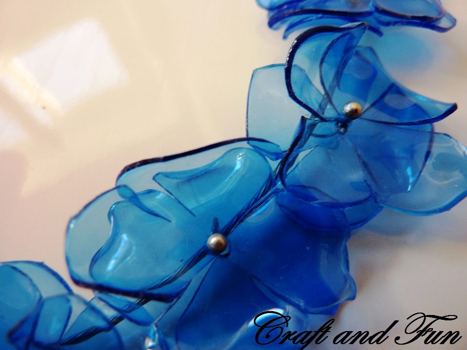 collana in pet blu