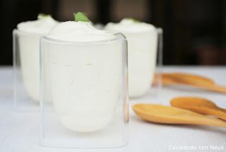 Mousse de chocolate blanco con menta