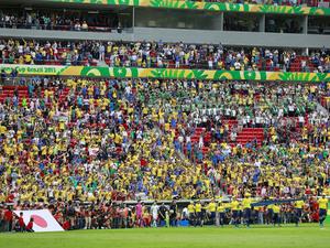 Elitizaram os estádios e Dilma é vaiada por público que não é de futebol nem vota no PT