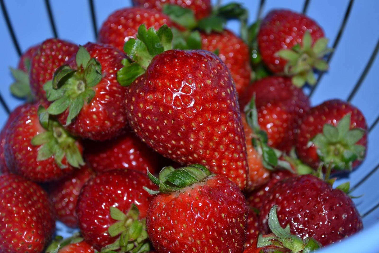 Strawberry Ice Cream With Oreo And Chocolate Chunks Recipe ...