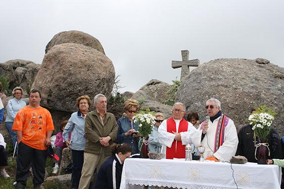 tradicional misa de campaña en el paraje de la peña de l a cruz