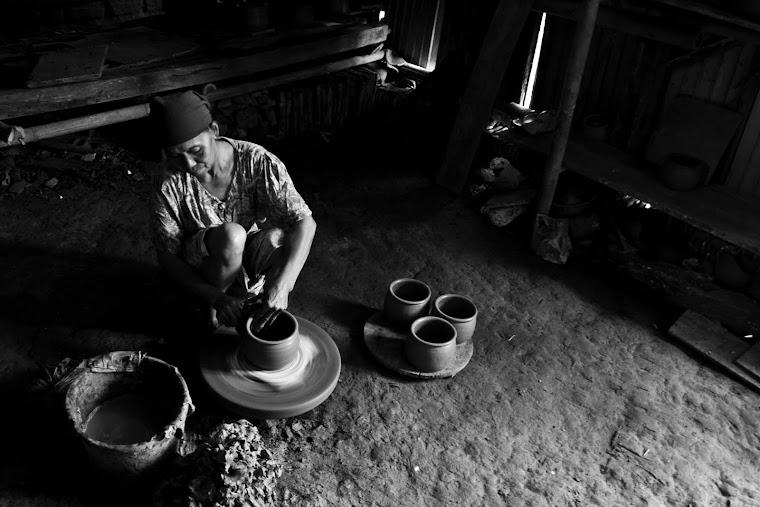 Pengrajin Kramik Tradisional. 2011