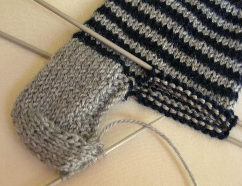 Priscila tejiendo medias de lana con cinco agujas - Como hacer talon de calcetines de lana ...