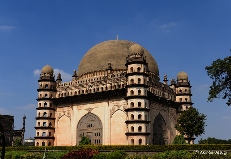 南アジアの歴史遺産: アーディル...