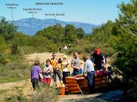 El tercer avituallament sota el cim de Sant Genís amb el Pedraforca i els Rasos de Peguera al fons