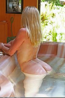 裸体艺术 - Alecia - At the Cottage