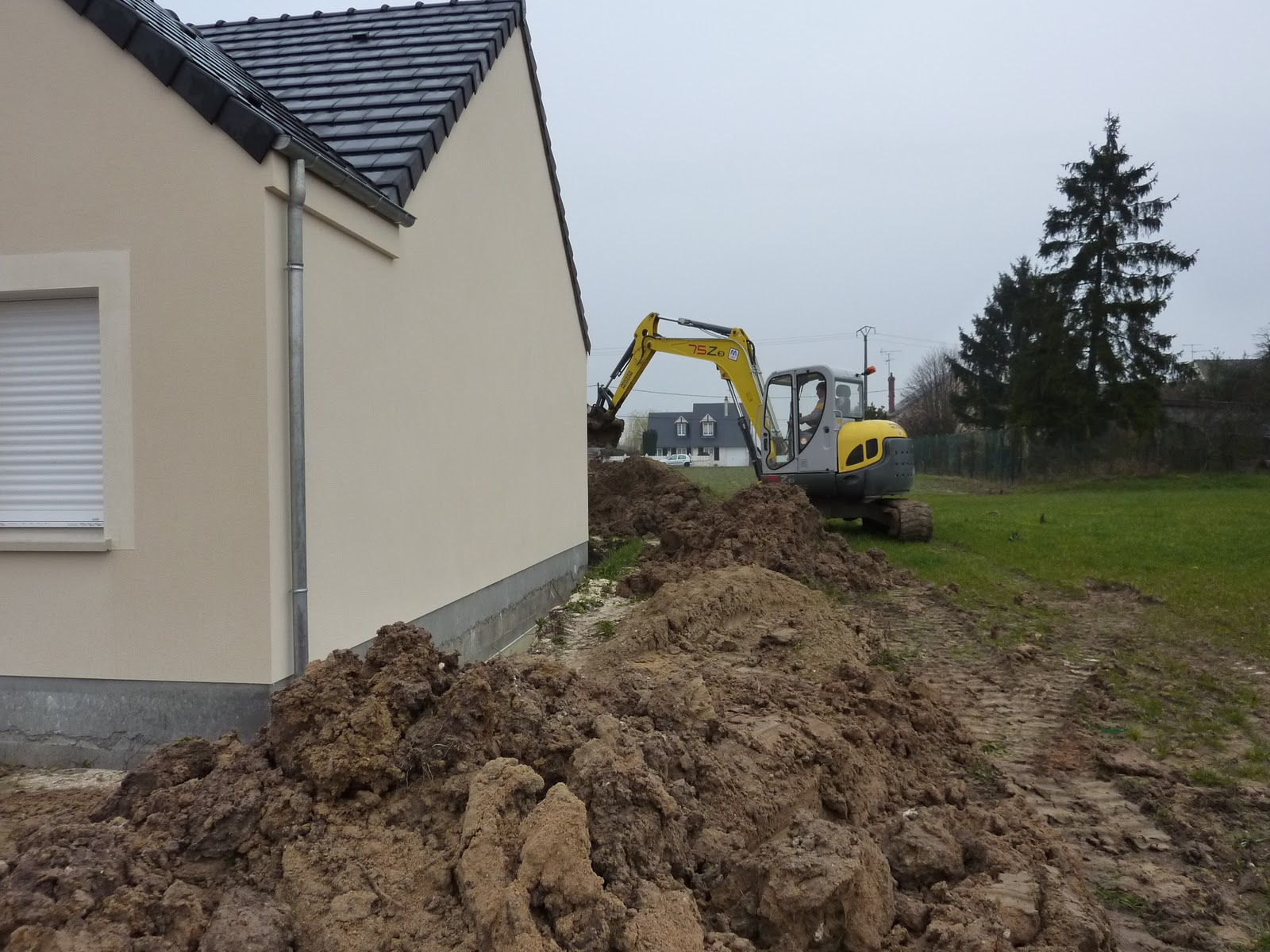 La construction de lac remblai autour de la maison for Autour de la maison rose