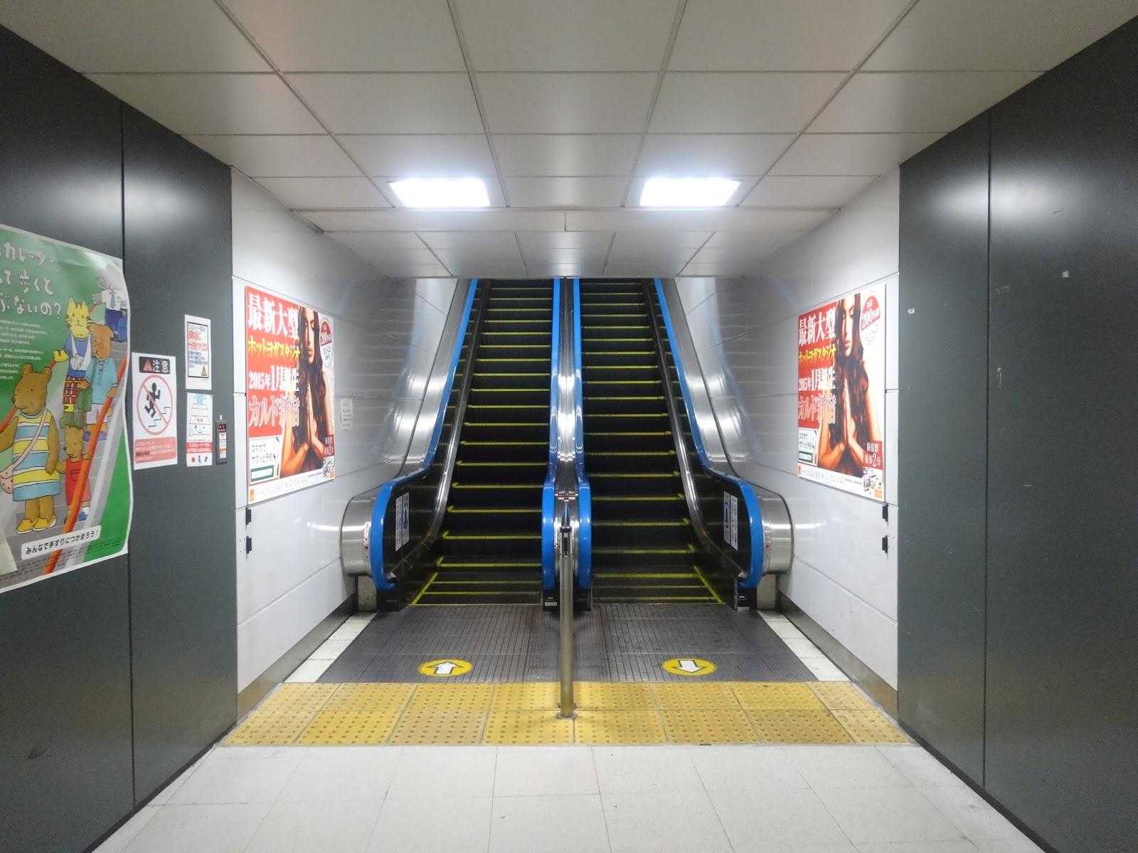 エスカレーター,新宿駅〈著作権フリー画像〉Free Stock Photos