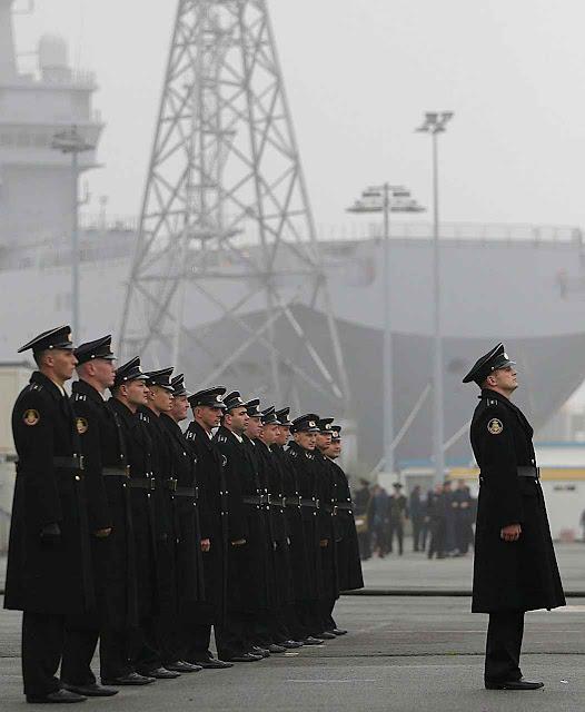Marinheiros russos junto ao Vladivostok, no porto de Saint Nazaire.
