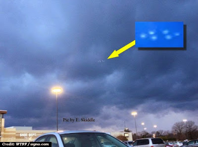 UFO Photographed Over Virginia Mall 3-8-14