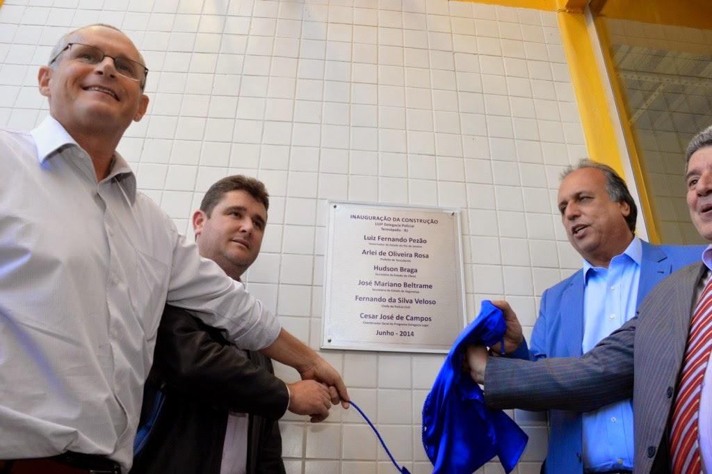 Descerramento da placa de inauguração da nova unidade de polícia do município