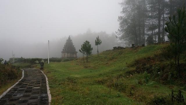 menikmat-ikeindahan-gedong-songo-dibalik-kabut