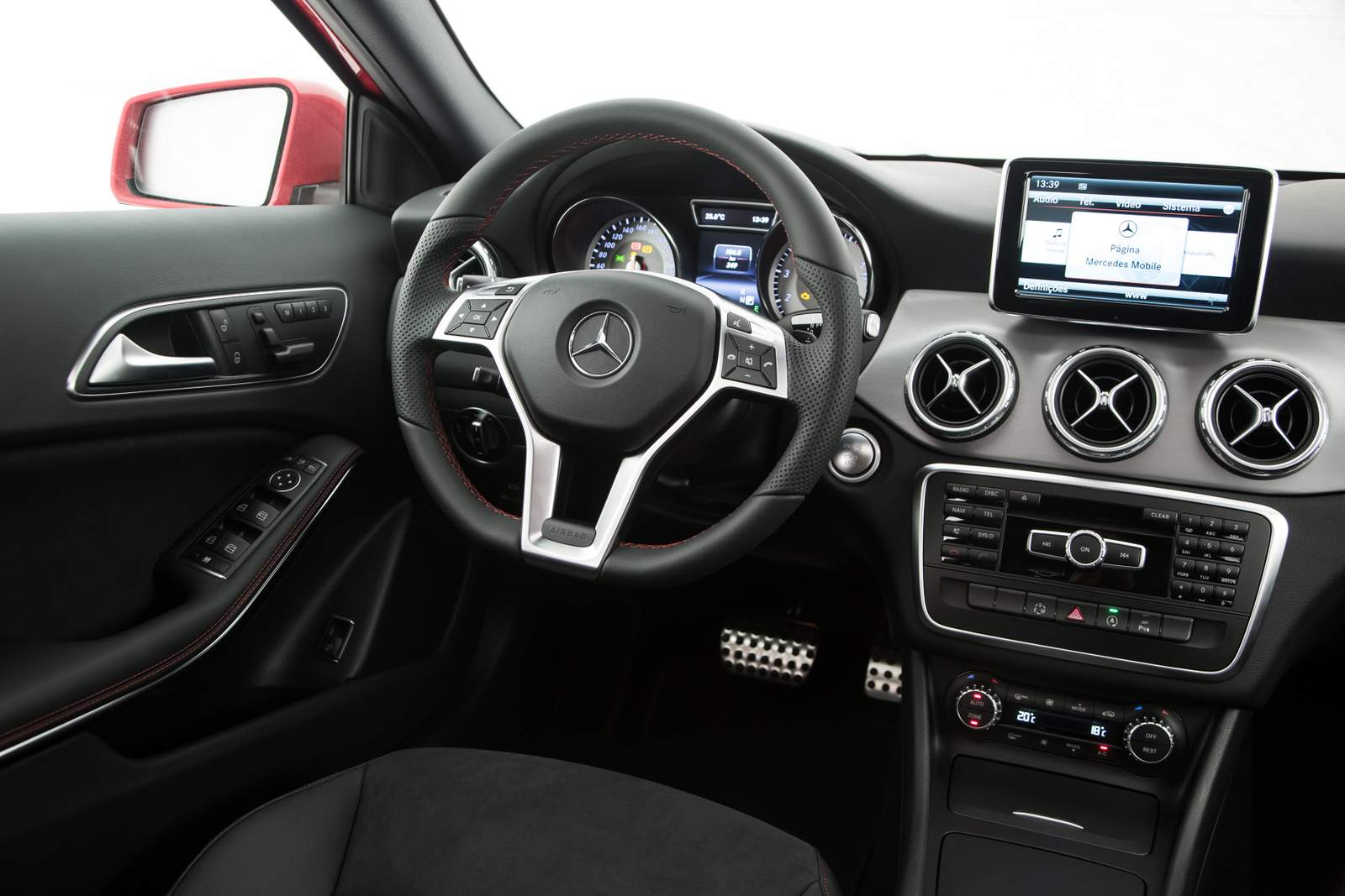 Mercedes-Benz GLA 2015 - interior