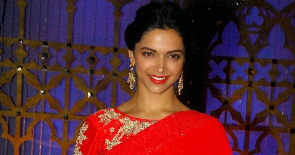 Deepika Padukone Looks Hot In Red Saree At Film 'Finding ...