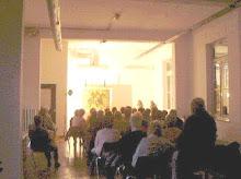 """Sedura pranica al Museo Zavattini nel 1996 con l'opera """"Cavaliere pranico"""""""
