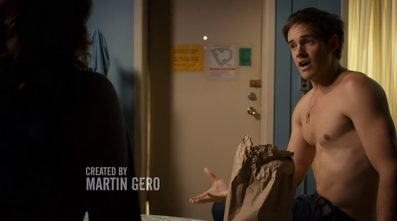 Jonathan Patrick Moore Shirtless in The LA Complex s2e02