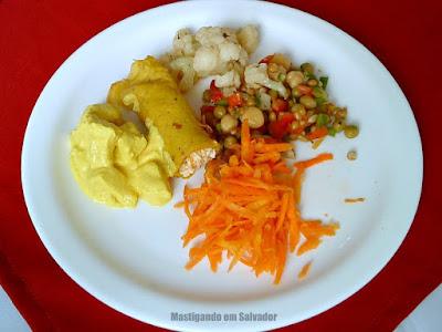 Restaurante Grão de Arroz: Prato com as opções do buffet