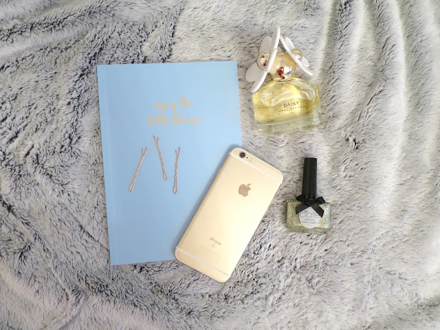 What I Got For Christmas Presents 2015 iphone 6s ciate nail varnish marc jacobs daisy perfume chroma stationery notebook