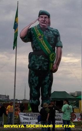 general mourão manifestação em brasília de 15 de novembro boneco gigante