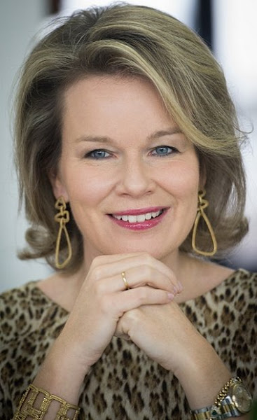 Queen Mathilde Of Belgium Visited The Caw Brussels Newmyroyals Amp Hollywood Fashion