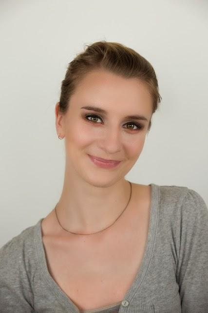 http://femalepleasurelola.blogspot.com/2013/06/moj-pierwszy-profesjonalny-make-up-asia.html