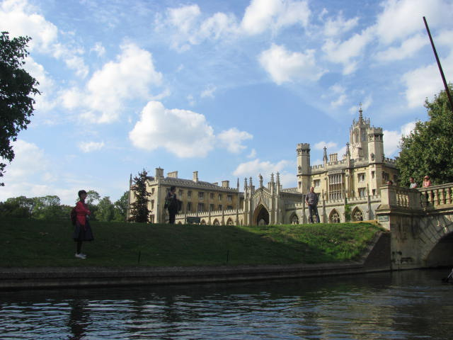 Short Punting Break in Cambridge With The Royal Cambridge