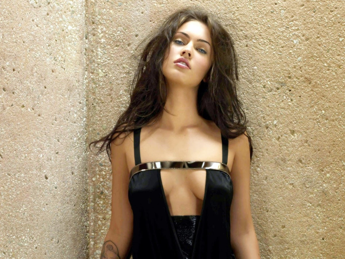 http://1.bp.blogspot.com/-5NsTdEMlS4w/T1V_UerggyI/AAAAAAAABVk/ncDUzjbYI8s/s1200/Megan_Fox_Hot_Black_Dress_3596.jpg