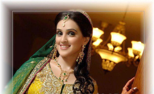 Mehndi Makeup I : Trends of bridal mehndi makeup for summer season b g