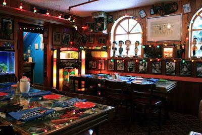 Hollywood-Memorabilia in unserem Teil des Restaurants © Copyright Monika Fuchs, TravelWorldOnline