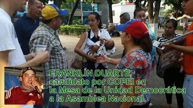 """Madre venezolana con su bebé es esposada por decir que no es """"bachaquera"""" y le devolverán la mitad del mercado pero llevando planilla del 1x10"""