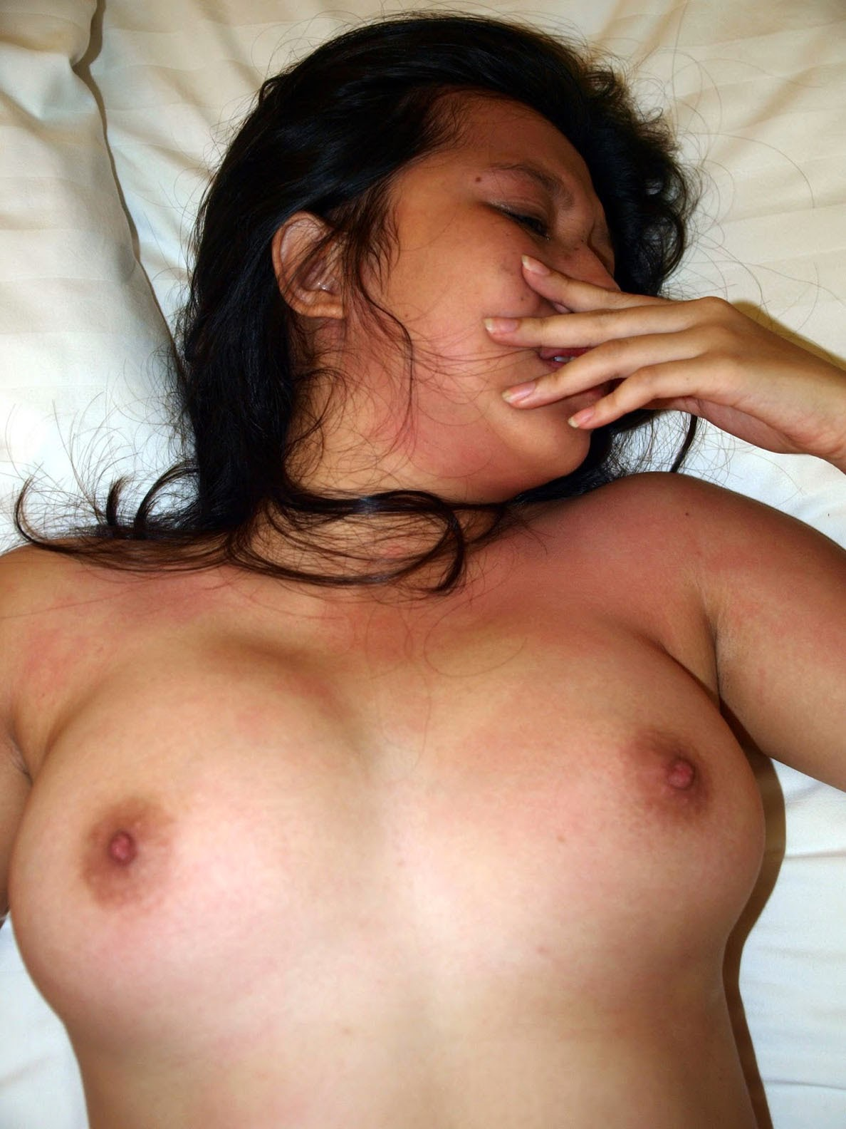 indonesian girl naked bed