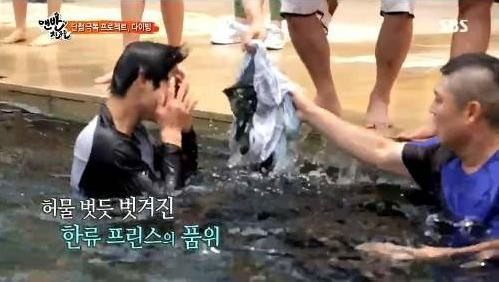 Kim Hyun Joong bị tụt quần khi quay hình 3