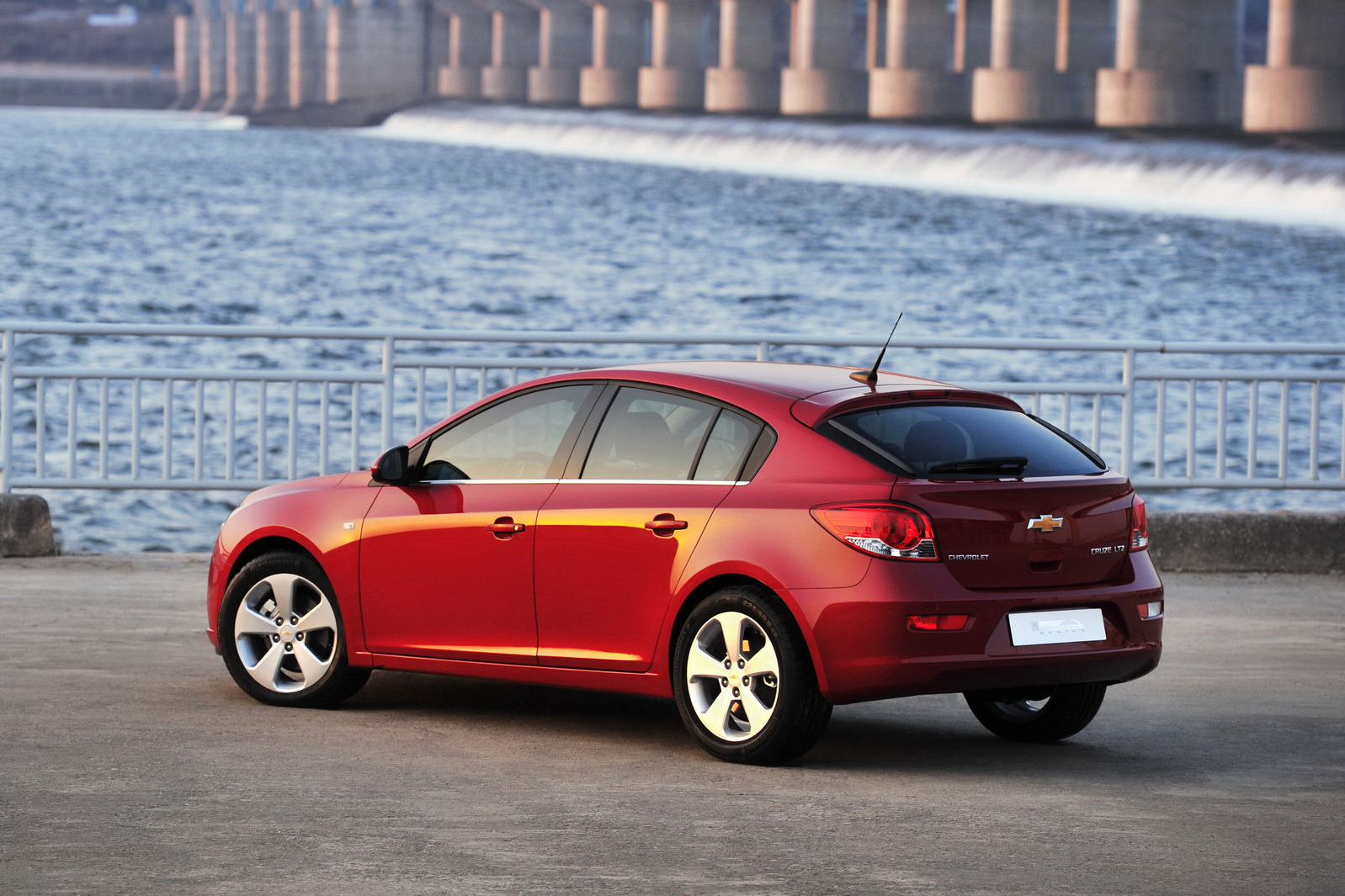 2012 chevrolet cruze hatchback review car report daily. Black Bedroom Furniture Sets. Home Design Ideas