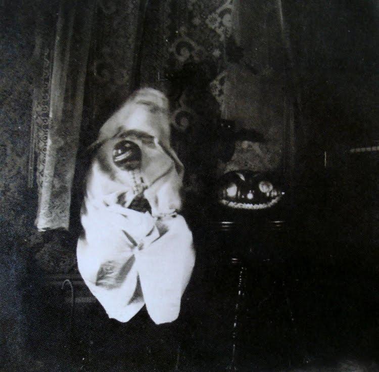 http://iskullhalloween.com/NightmareMagArticle.html