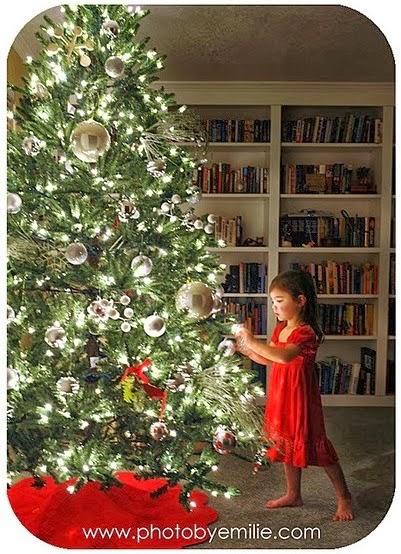 How to Take Beautiful Christmas Tree Photos