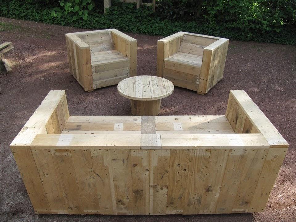 set de muebles para el jard n con palets y bobina de madera. Black Bedroom Furniture Sets. Home Design Ideas