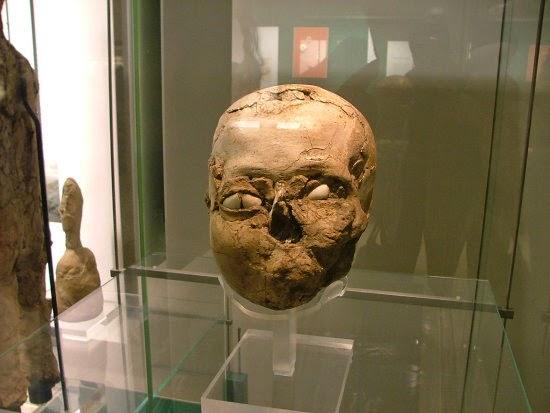 http://commons.wikimedia.org/wiki/File%3ABritish_Museum_Jericho_skull.jpg