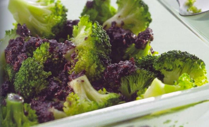 Brócolos com azeitonas pretas