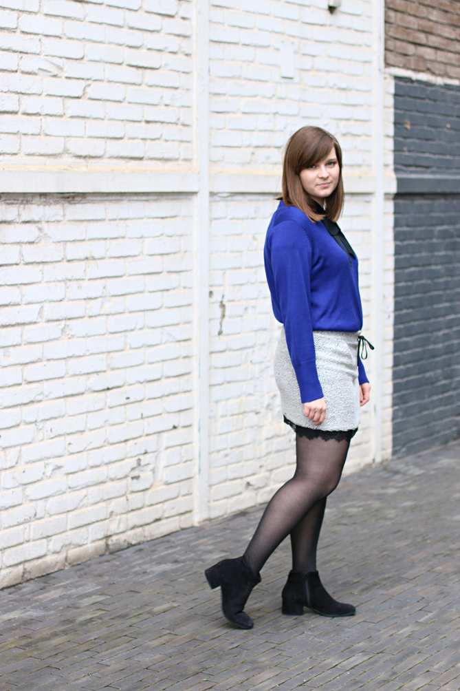 electric blue oversized sweater outfit