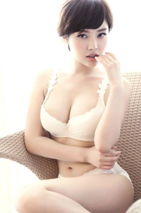 Xu Dong Dong Chinese Best Breast in White Bra