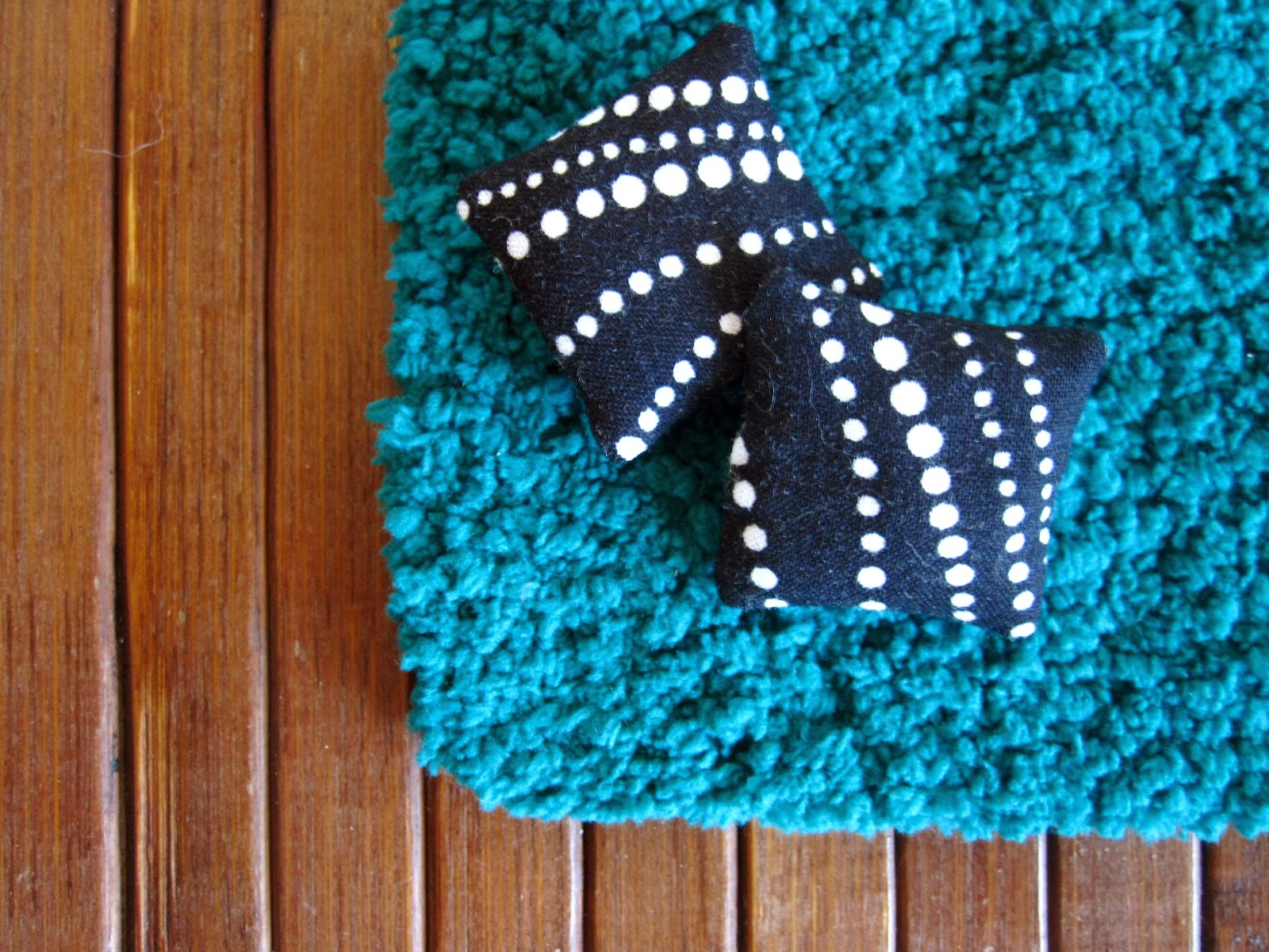 Modern miniature flokati-style rug in teal