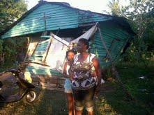 Mujer en Niza SC pide ayuda para construir su vivienda