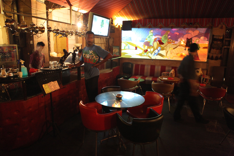 Dating cafe lounge shisha